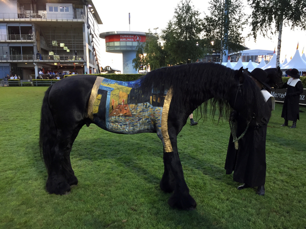 Eröffnungsfeier CHIO Aachen, horse painting Vincent van Gogh, Paintining: Bodypaintingkünstlerin Marlies Brinker, www.color-diving.com