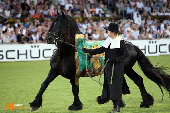 Eröffnungsfeier CHIO Aachen, horse painting Vincent van Gogh, Paintining: Bodypaintingkünstlerin Marlies Brinker, www.color-diving.com