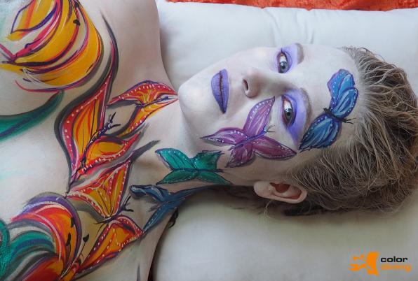 Bodypainting für Yvonne Pferrer, Köln 50667, Painting Marlies Brinker www.color-diving.com, face painting, Schmetterlinge, bunt