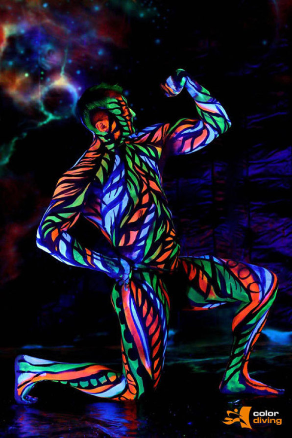 UV Bodypainting, Schwarzlicht Bodypainting, Neon Bodypainting, Marlies Brinker, color diving, Bodypainting Köln, Düsseldorf, Dortmund, Bodypainting mit Fotoshooting, Bodypainting für Messen