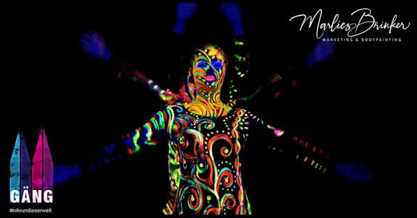 UV Bodypainting für Videodreh, Leuchtfarben, Marlies, Brinker, Bodypainting buchen, Fotoshooting, Video, bunt, Schwarzlicht, Körperkunst, Messen, Events, Düsseldorf, Dortmund, Köln, NRW