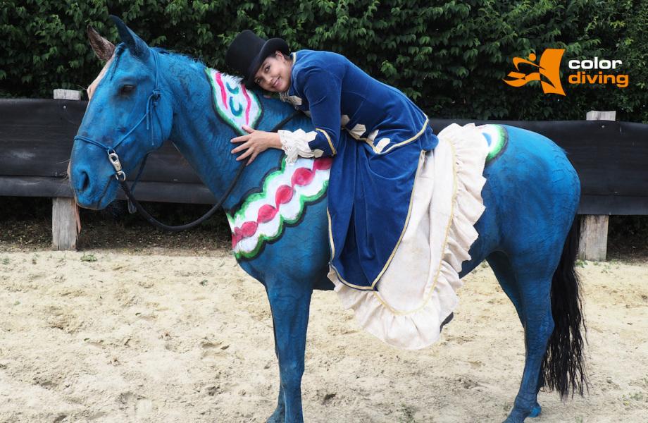 Bodypainting, horse painting, pferd anmalen, blau, Dala Pferd, Marlies Brinker, Fotoshooting, Messen, Event, buchen, professionell, highlight
